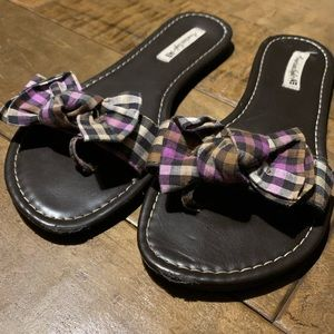 American Eagle Checkered Bow Sandals
